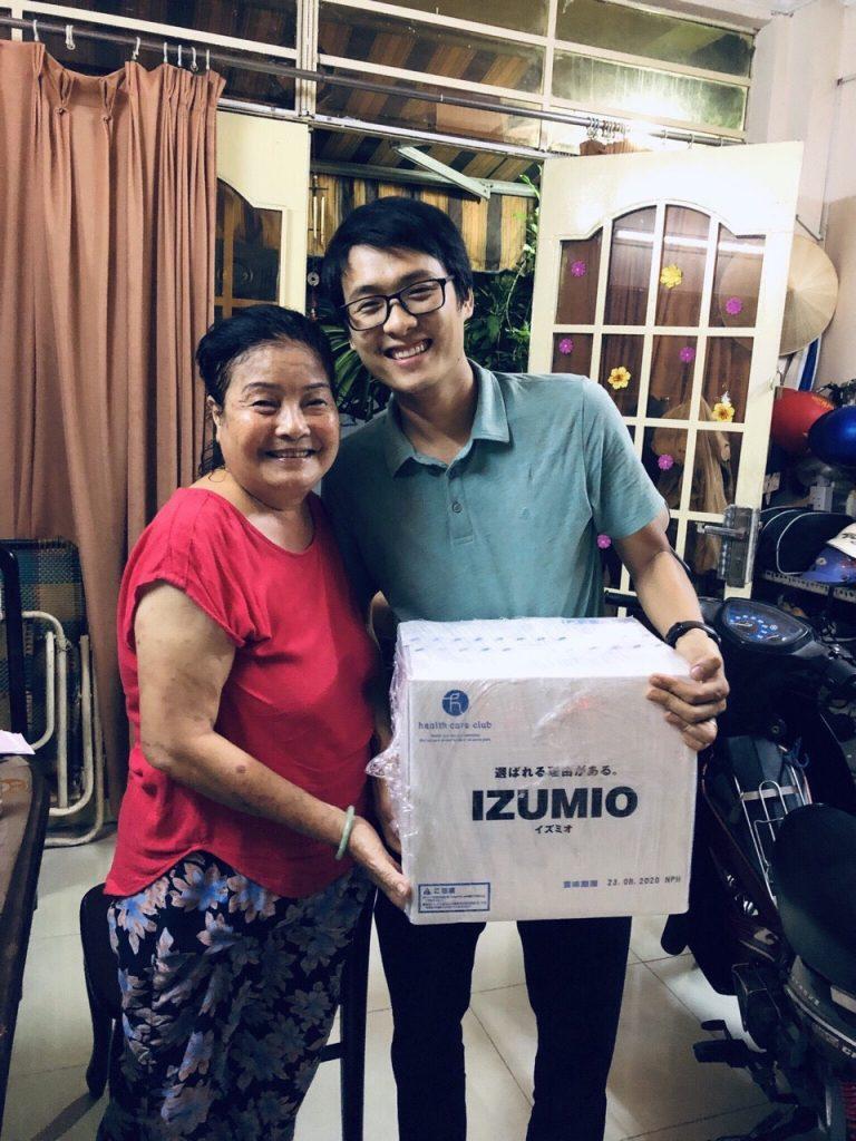 Bác gái bệnh nhân tiểu đường , viêm da ở HCM hạnh phúc khi biết đến nước IZUMIO 6
