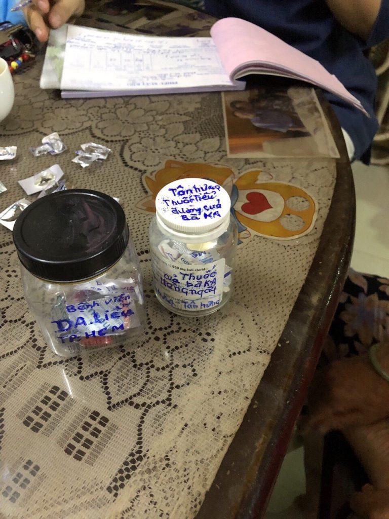 Bác gái bệnh nhân tiểu đường , viêm da ở HCM hạnh phúc khi biết đến nước IZUMIO 5
